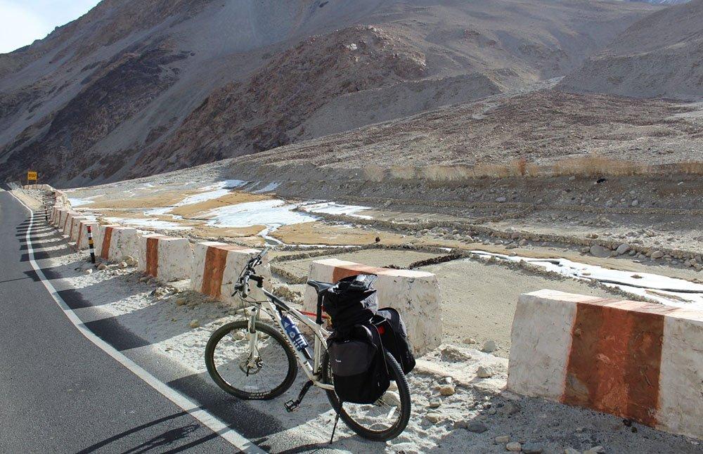 leh-to-pangong-lake-cycling-1.jpg