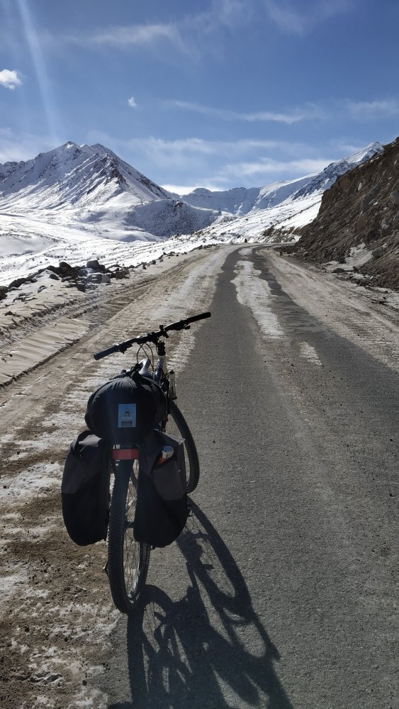 leh-to-khardungla-cycling-5.jpg