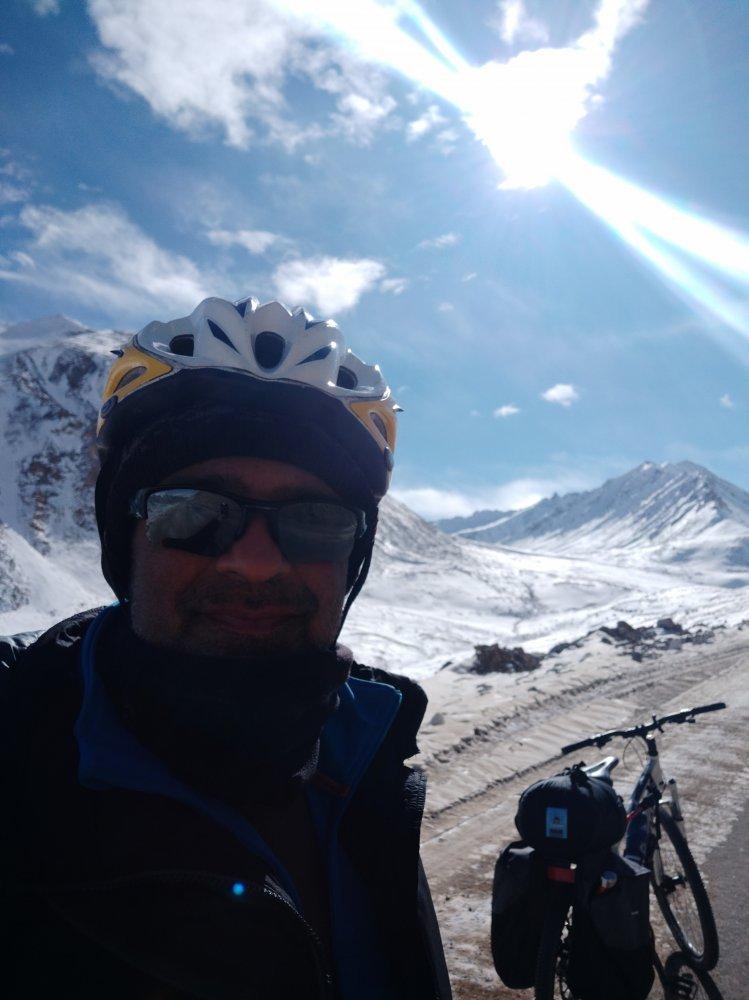 leh-to-khardungla-cycling-6.jpg