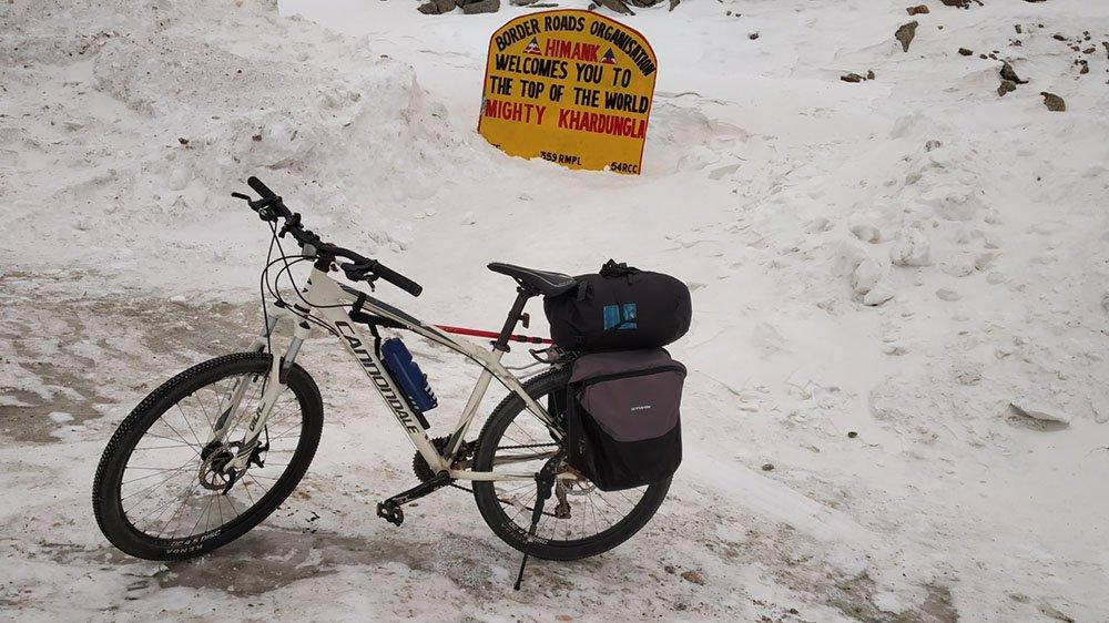 leh-to-khardungla-cycling-10.jpg